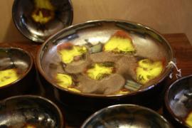 Pindaset | bruin met geel