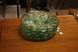 Groene glazen gebaksbordjes