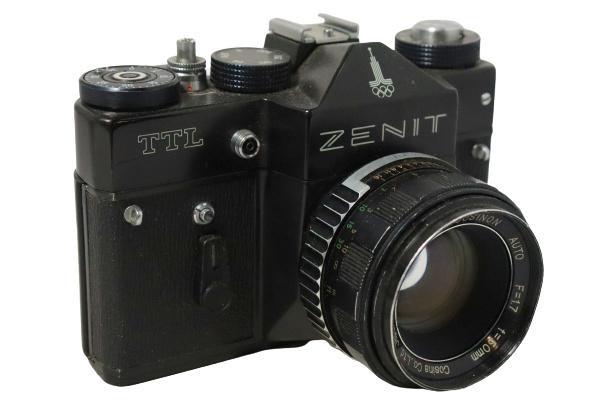 Spiegelreflexcamera 'Zenit TTL' +  Cosinon 50mm lens