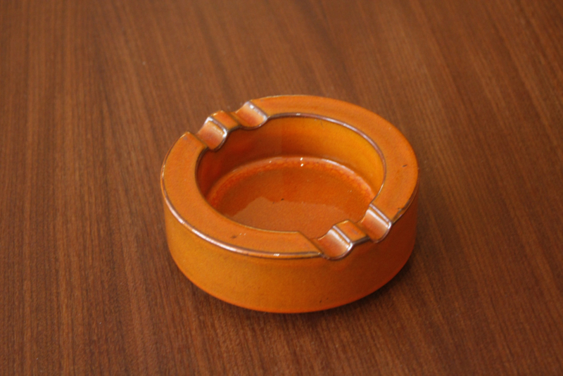 Oranje asbak