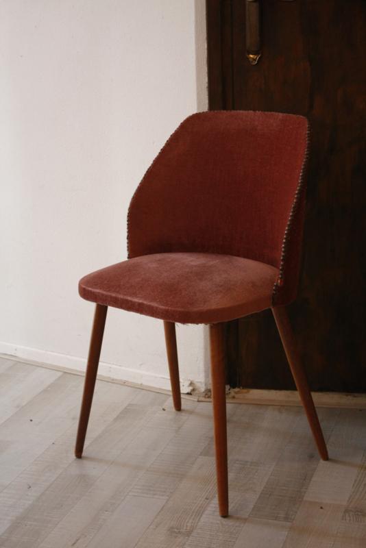 Oud roze velvet stoeltje