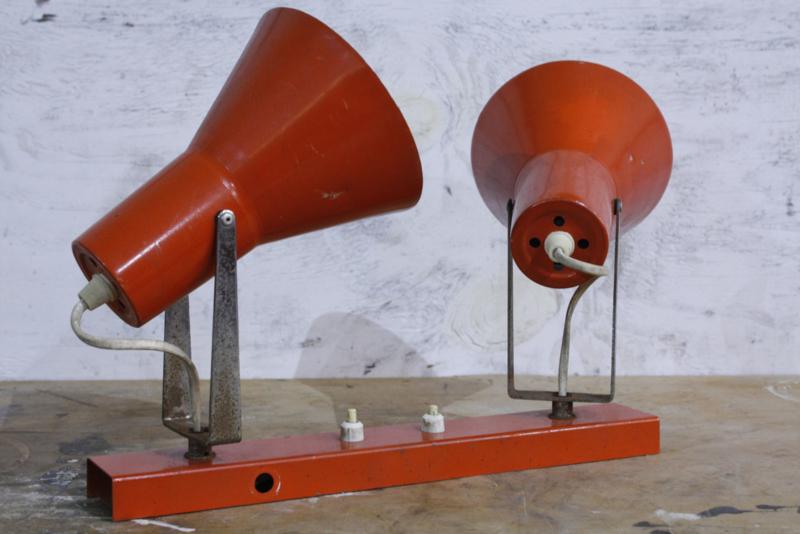 Vintage oranje Wandlamp met 2 lichtbronnen