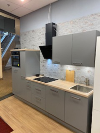 Showmodel rechte keuken wit 180 cm incl apparatuur