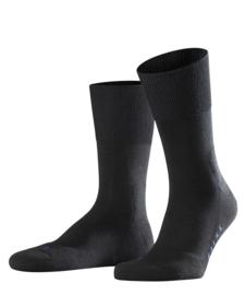 Run - black - zwarte Falke kousen met pluchen comfortzool, maat 44-45