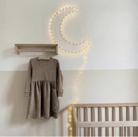 Binnenkijken in een kinderkamer met neutrale kleuren en materialen | Kinderkamer inspiratie