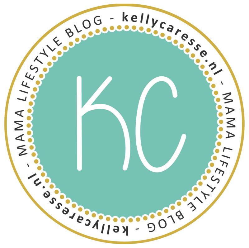 De naamposter op de kinderkamer van Lana van Kellycaresse