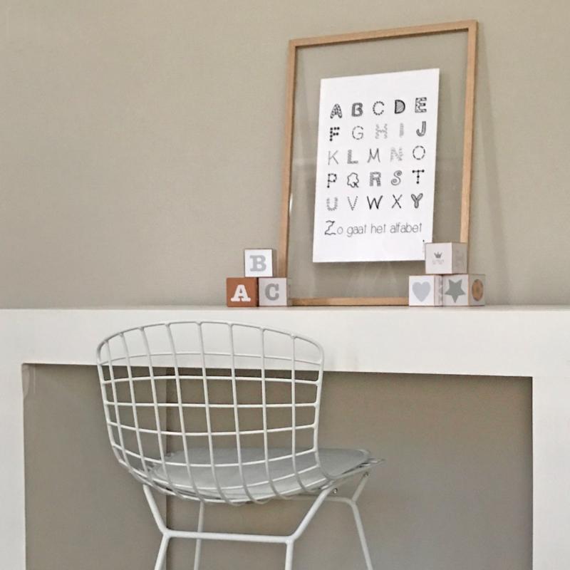 Zonder gebroken nagels een poster inlijsten met de lijsten van Moebe!