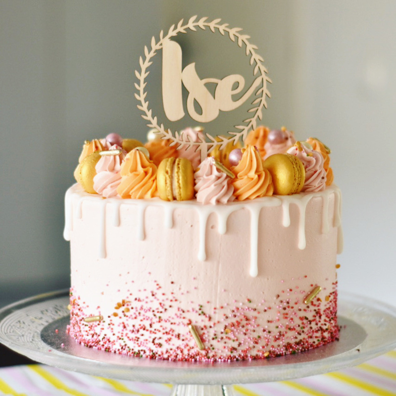 De verjaardagstaart voor de eerste verjaardag van Ise | Een taarttopper met naam