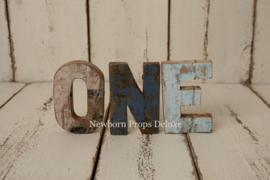 Wooden letters ONE (NIEUW)