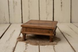 Vintage vierkant houten krukje