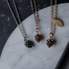 Pine cone ketting