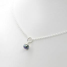 Tiny pearl ketting black