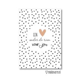 MIEKinvorm ansichtkaart - een hart onder de riem voor jou