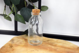 Glazen flesje met kurk