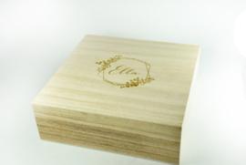 Houten doos vierkant met los deksel - gegraveerd