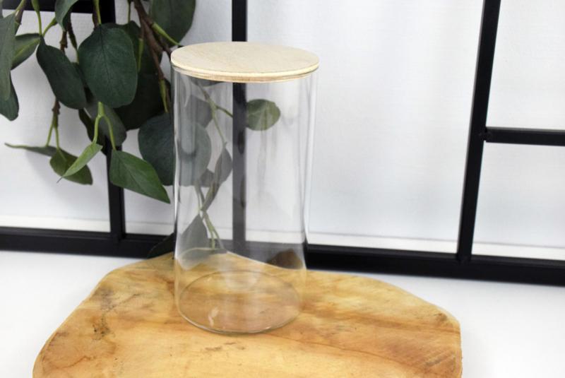 Glazen pot met houten deksel