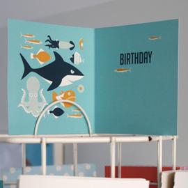 Verjaardagskaart Haai en vissen blauw