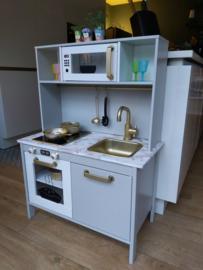 Ikea keukentje licht grijs van Monique