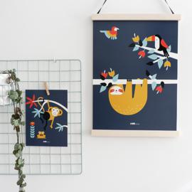 Poster jungle kinderkamer luiaard + toekan - donker blauw