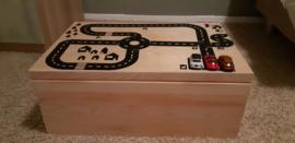 Autobaan op houten speelgoed kistje van Jade