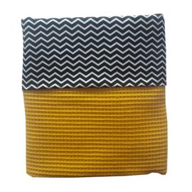 Ledikantdeken wafelstof oker - zwart wit zigzag