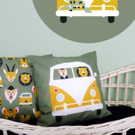 Kussen kinderkamer safari jungle dieren in VW bus -  olijf groen + oker geel