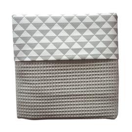 Ledikantdeken wafelstof grijs driehoek