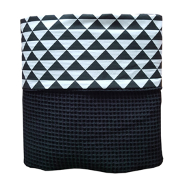Wiegdeken wafelstof zwart wit driehoek