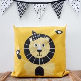Kussen leeuw  oker geel - inclusief binnenkussen