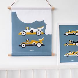 Textielposter kinderkamer raceauto -  jeans blauw met oker geel