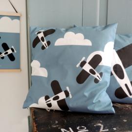 Kussen vliegtuigen en wolken jeans blauw - inclusief binnenkussen