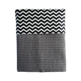 Wiegdeken wafelstof donkergrijs - zwart wit zigzag