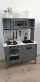 Ikea keukentje grijs van Linda