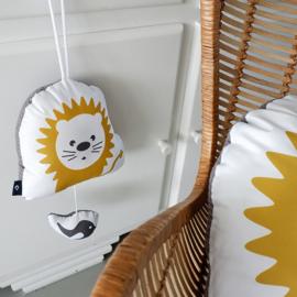 Muziekhanger leeuw - babykamer oker grijs