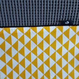 Aankleedkussenhoes wafelstof donkergrijs - oker driehoek