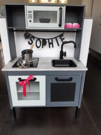 Ikea keukentje grijs van Sophie