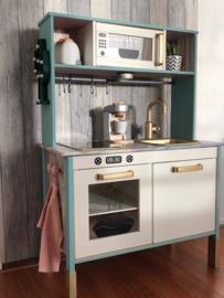 Ikea keukentje van Nathalie met stickers oven + magnetron