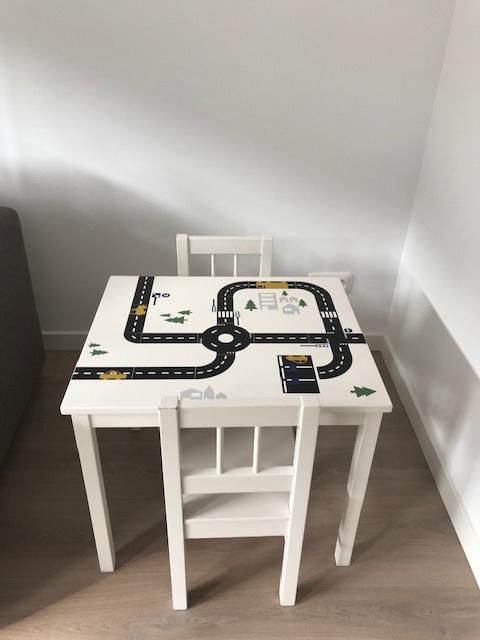Autobaan op Ikea tafeltje van Ester