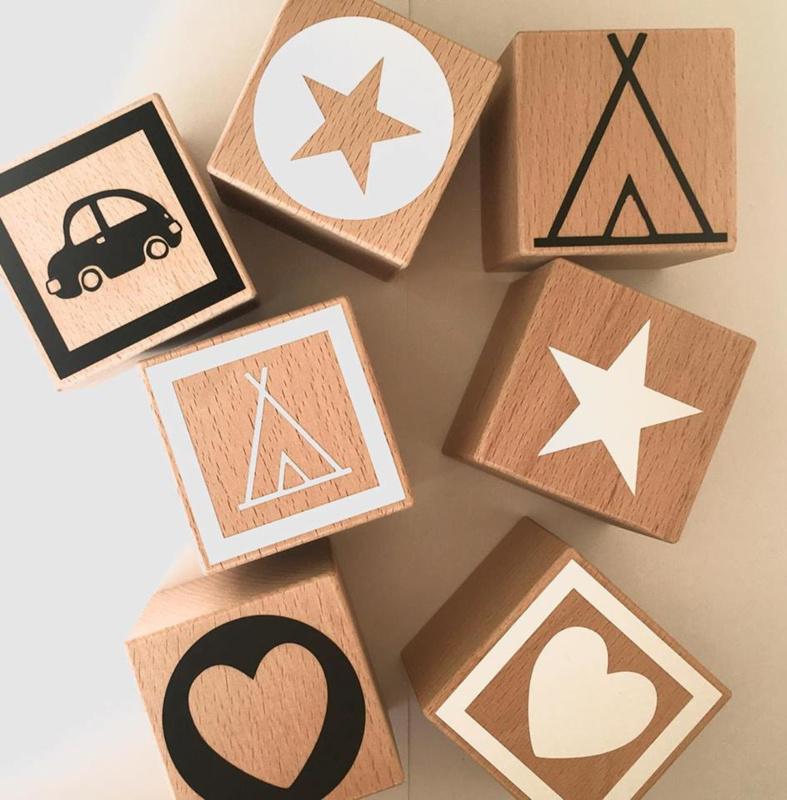Figuurblokken van hout met ster, hart, tipi of auto (diverse kleuren)