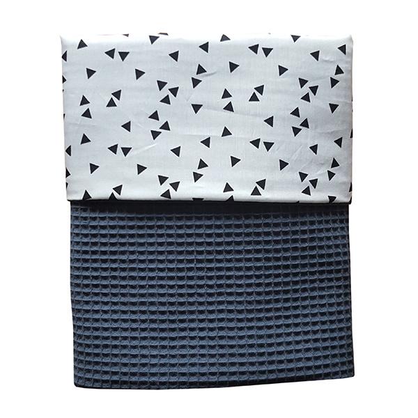 Ledikantdeken wafelstof donker oud blauw  - triangel zwart wit