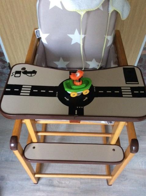 Kinderstoel met autobaan stickers