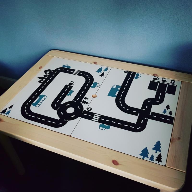 Autobaan van Marjolein op Flisat kindertafel Ikea