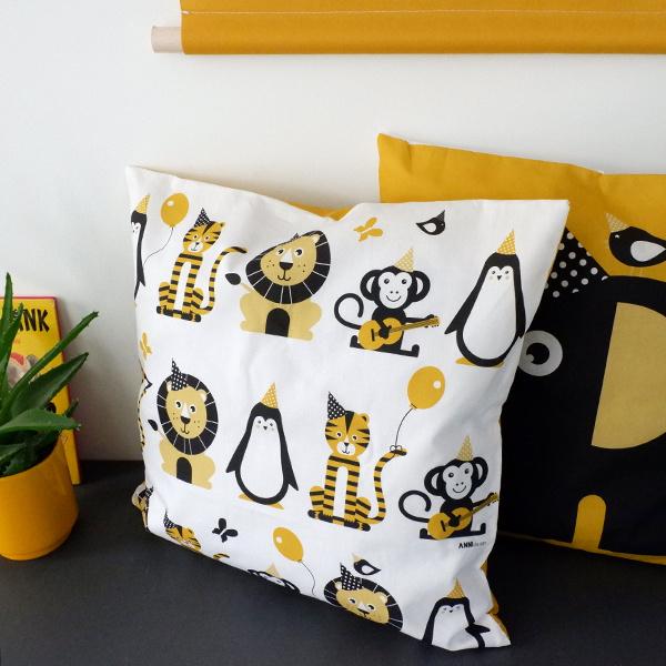 Kussen dieren kinderkamer oker geel - inclusief binnenkussen