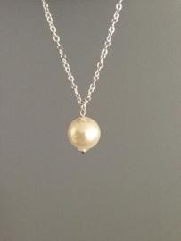 Klassieker! Ketting (40 cm) zilver met parel, mooi door eenvoud.