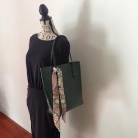 PU leren tas 'Office'  donkergroen 38 x 34 cm. Mooi en elegant door eenvoud, afsluitbaar en met verschillende vakjes, tas is van binnen gevoerd. Verkrijgbaar in 3 kleuren