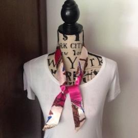 Zijden 'Twilly' (100x 4) kleur S7. Leuk om de hals of te dragen aan de tas a là Hermes! In verschillende kleuren.