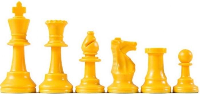 Gele plastic schaakstukken