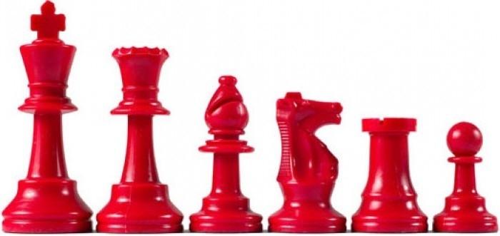 Rode plastic schaakstukken