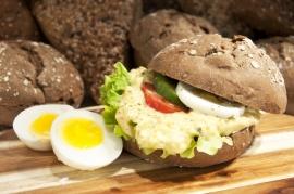 Broodje huisgemaakte eiersalade