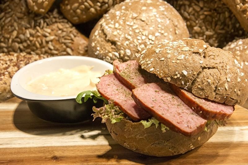 Broodje Josef Dettelbacher gehakt met aioli